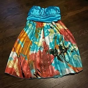 Dresses & Skirts - Short strapless dress